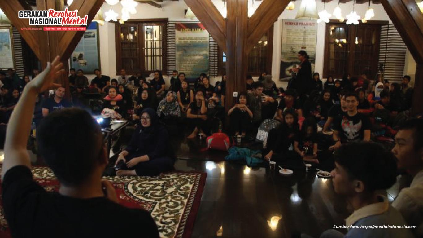 Komunitas Historia Indonesia (KHI) mengajak belajar sejarah dengan cara unik dan menyenangkan lewat kegiatan menginap di museum atau Night at The Museum