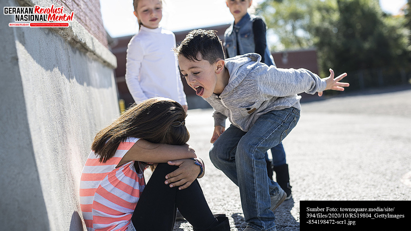 Seorang anak sedang dirudung oleh tiga orang temannya