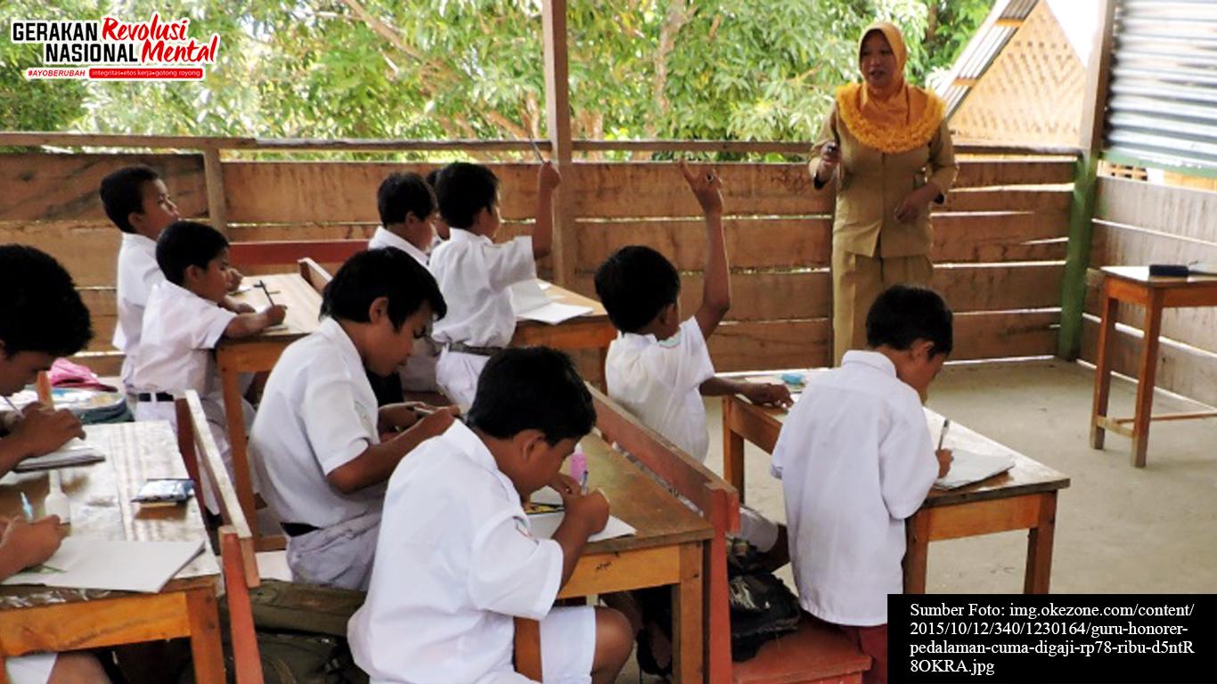 Seorang guru sedang mengajar di daerah terpencil