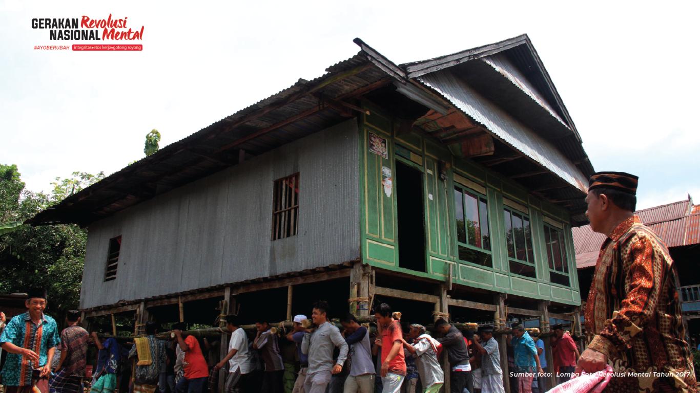 Marakka bola, tradisi suku Bugis bergotong royong memindahkan rumah