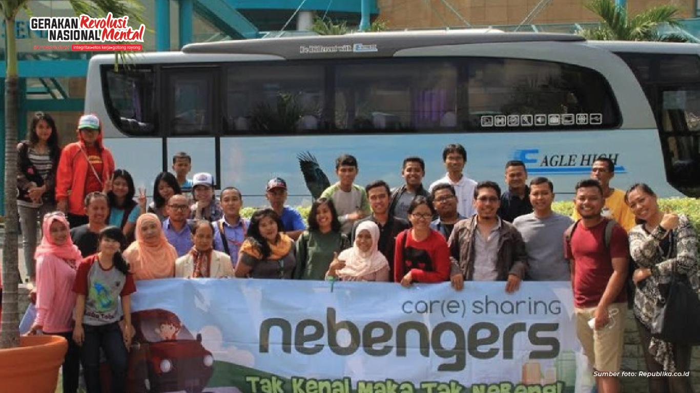 Komunitas Nebengers memberikan solusi untuk mengurangi kemacetan dan menurunkan polusi udara dengan cara berbagi tebengan kendaraan sehingga mencerminkan nilai gotong royong