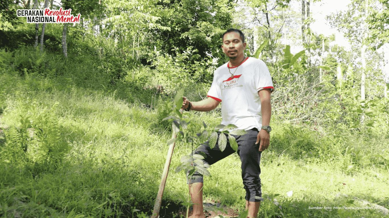 Berkat inisiatif Ridwan Nojeng membangun ekowisata Lembah Hijau Rumbia dengan cara memproduksi pupuk organik dan penghijauan kini menjadi percontohan program penghijauan di Sulawesi Selatan