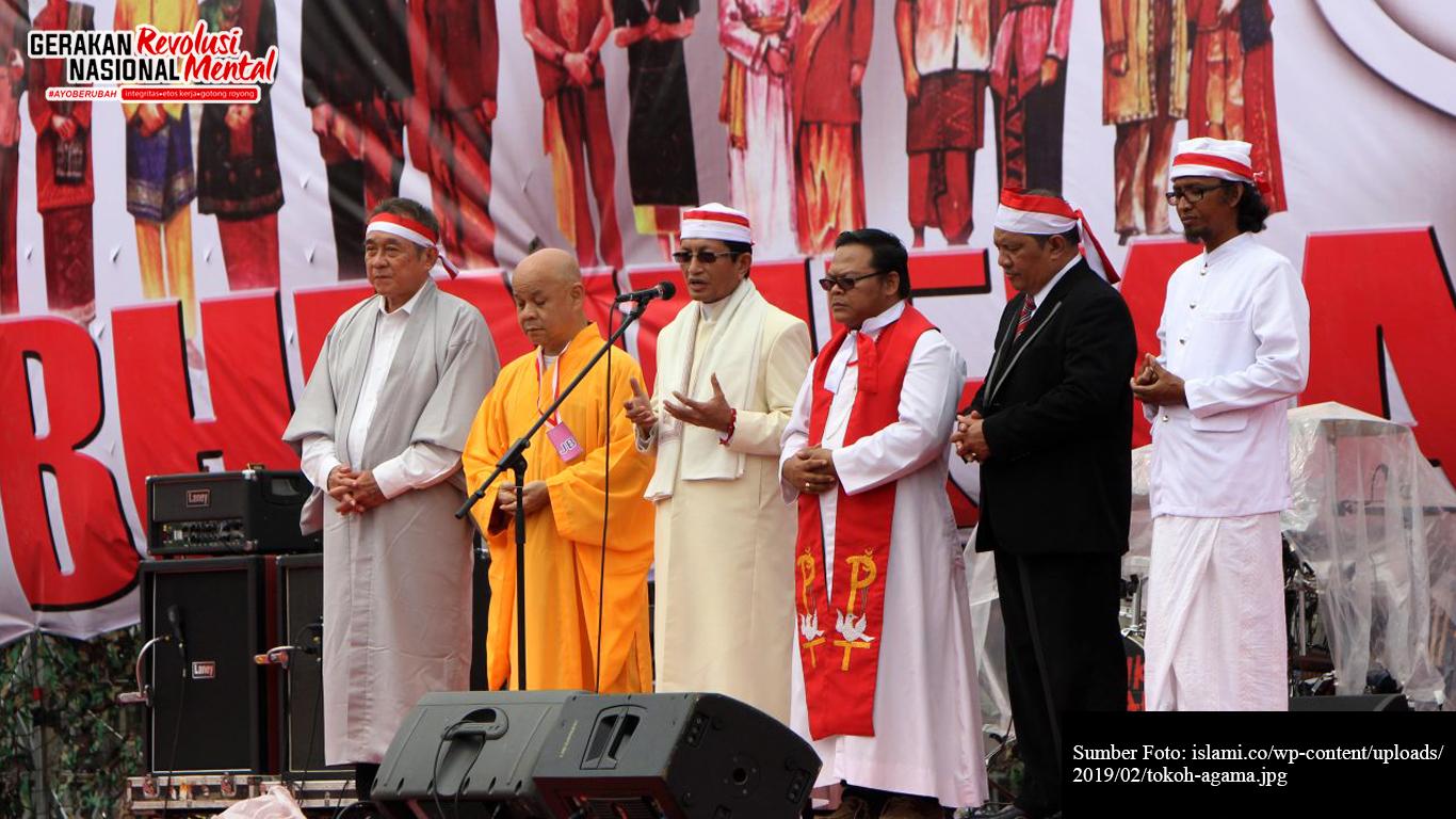 Tokoh agama dalam sebuah event kerukunan beragama di Indonesia