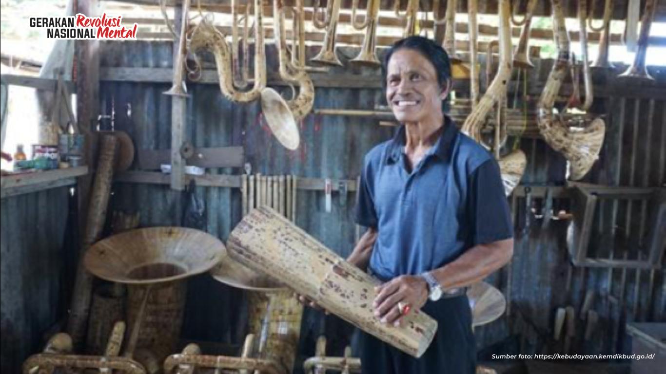 Agustinus Sasundu maestro alat musik tiup bambu dari Sangihe