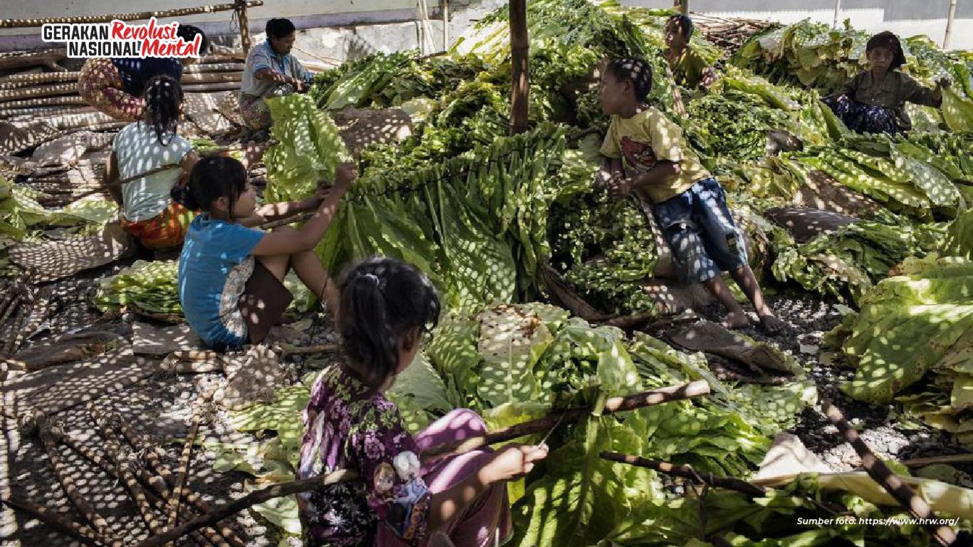 Mempekerjakan anak di bawah umur merampas hak-hak anak, berdampak negatif bagi tumbuh kembang, serta dapat melanggar sejumlah peraturan perundangan