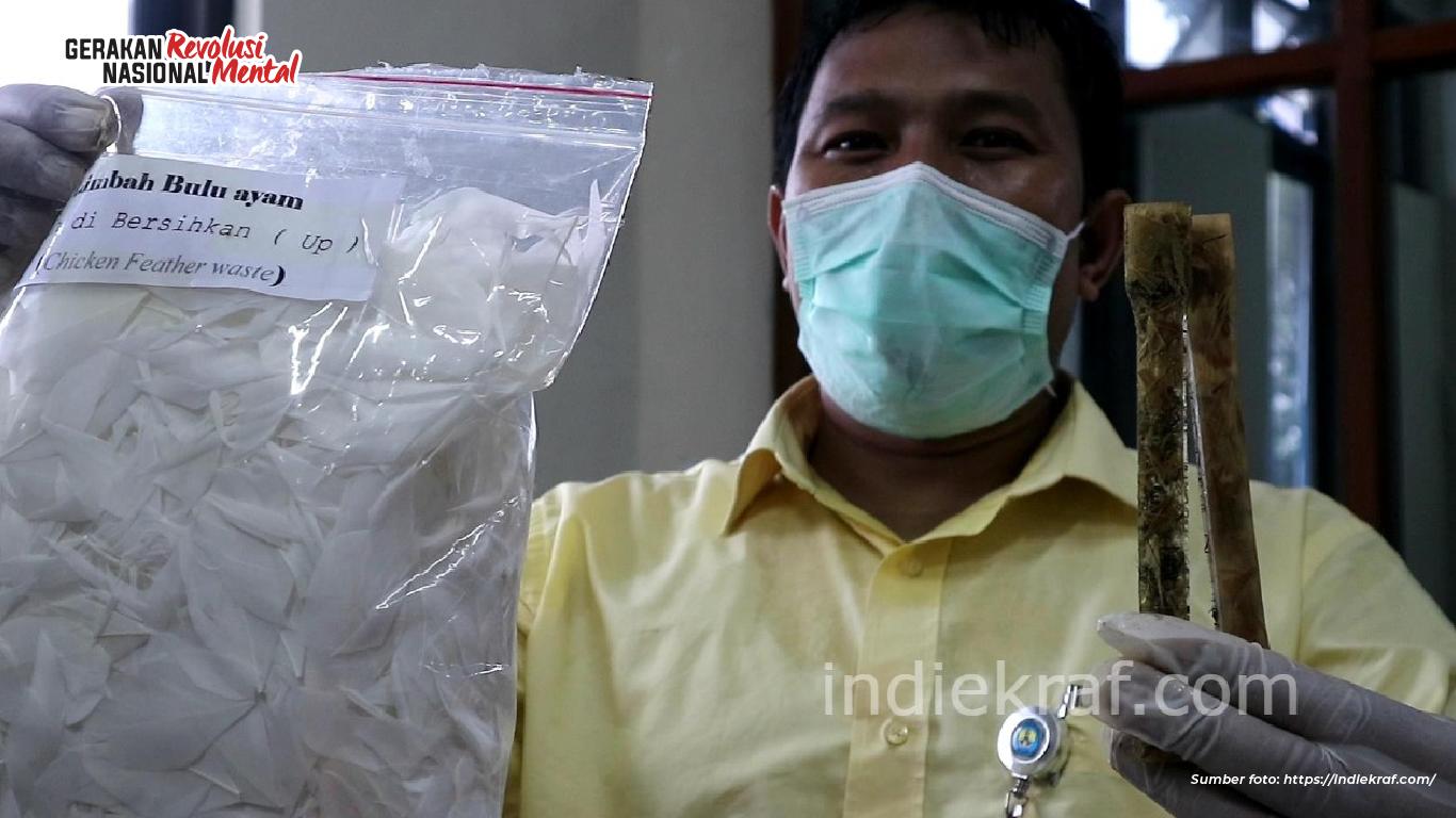 Inovasi pemanfaatan limbah bulu ayam sebagai pengganti plastik