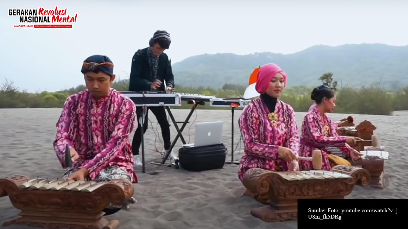 """Alffy Rev dalam video klip lagu nasional """"Tanah Air"""""""