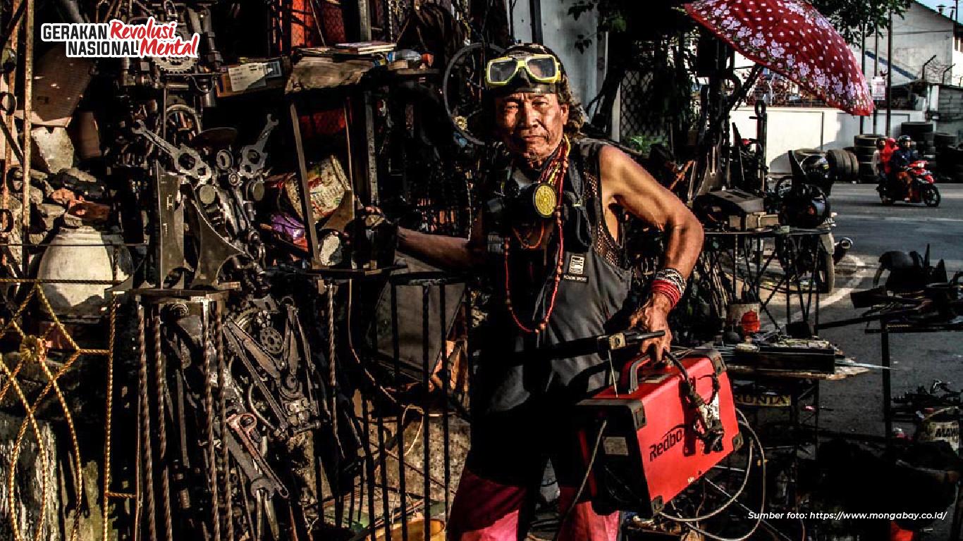 Ono Sumarsono manfaatkan limbah besi rongsok bekas jadi karya seni patung